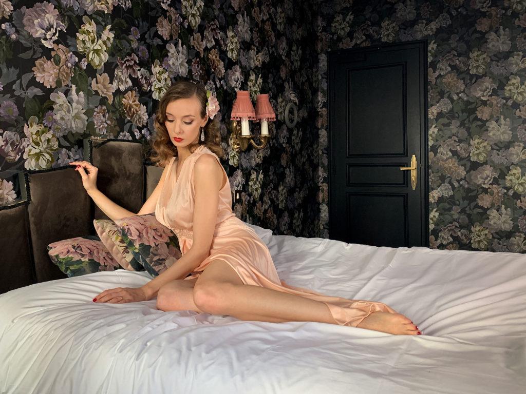 Parisian Pinup Audrey's Virtual Boudoir Shoot in a luxury Paris Hotel La Mondaine with UK boudoir photographer Tigz Rice Ltd 2021. https://www.tigzrice.com