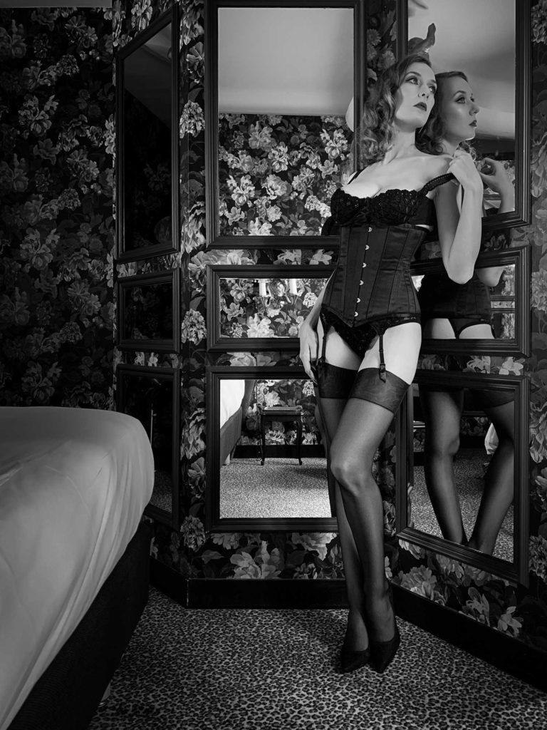 Parisian Pinup Audrey's Virtual Boudoir Shoot in Luxury Paris Hotel La Mondaine with UK boudoir photographer Tigz Rice Ltd 2021. https://www.tigzrice.com
