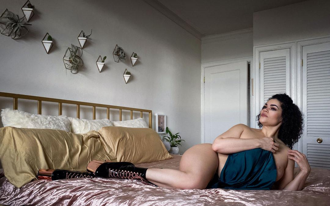 Bee Wildermont – An Implied Nude Virtual Boudoir Shoot