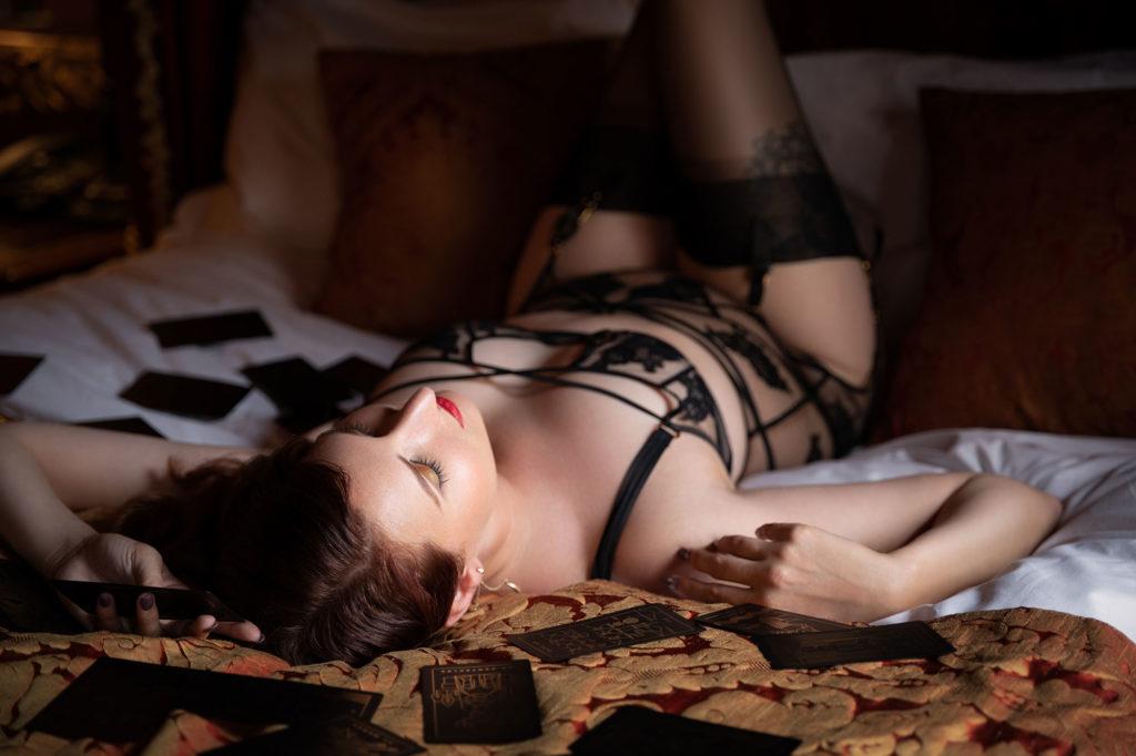 Callie's Vintage Boudoir Makeover Shoot with boudoir photographer Tigz Rice