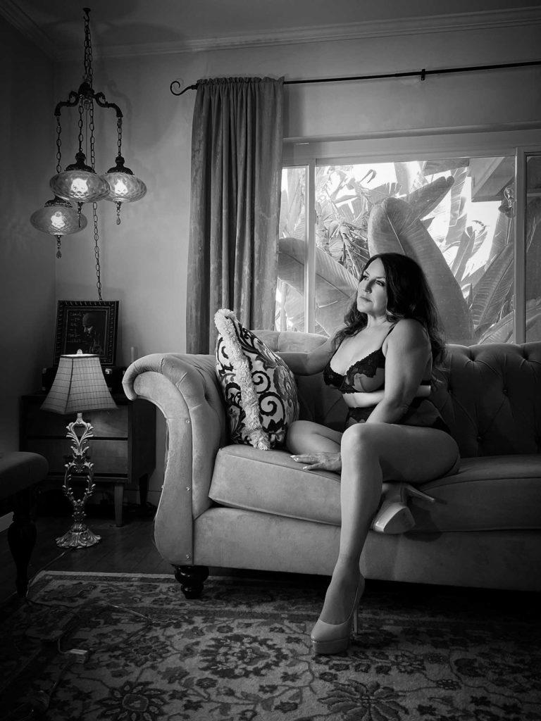 A Self-Esteem Boosting Virtual Shoot for LA Shygirl with UK Boudoir Photographer Tigz Rice Ltd 2021.