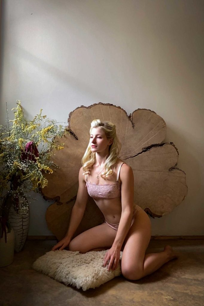 Virtual Boudoir client LaFemmeCat talks about her experiences shooting virtually with Tigz Rice