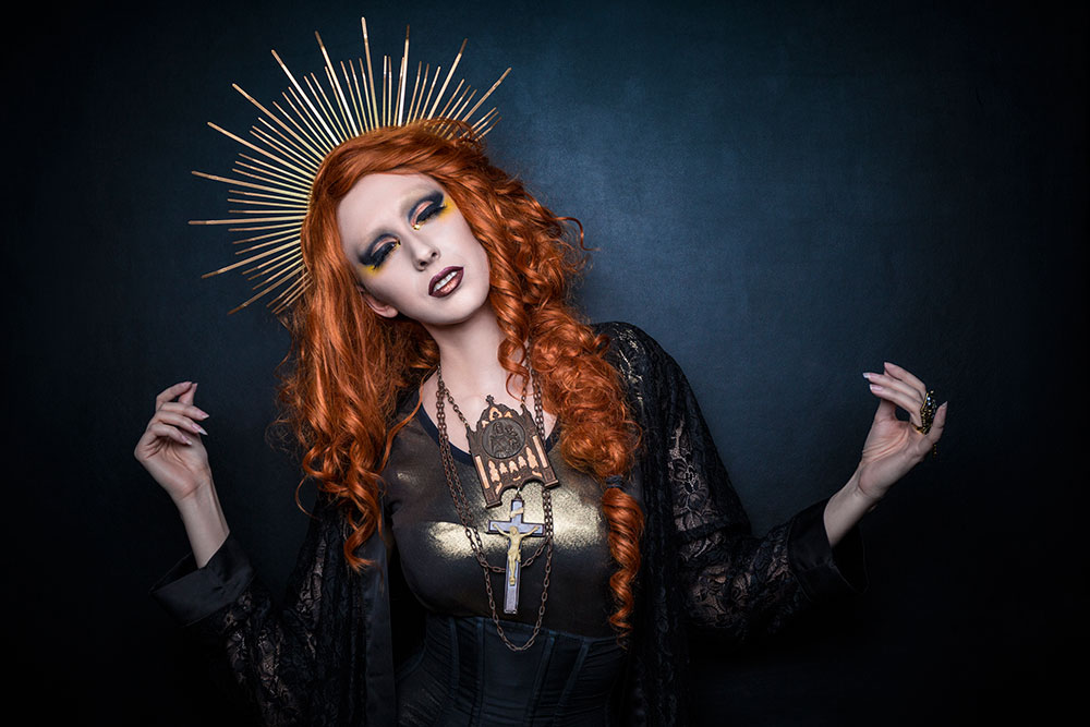 Dark Saint Anna Swiczeniuk © Tigz Rice Studios 2016.