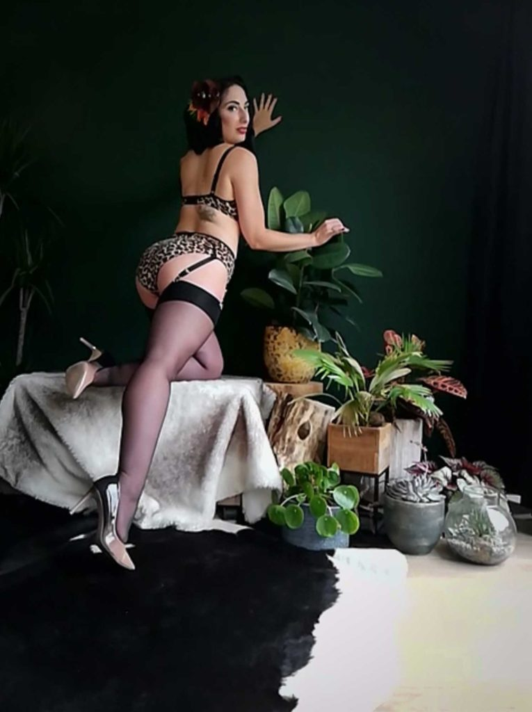 Miss Betty L'Amour's Virtual Boudoir Shoot © Tigz Rice Ltd 2020. https://www.tigzrice.com