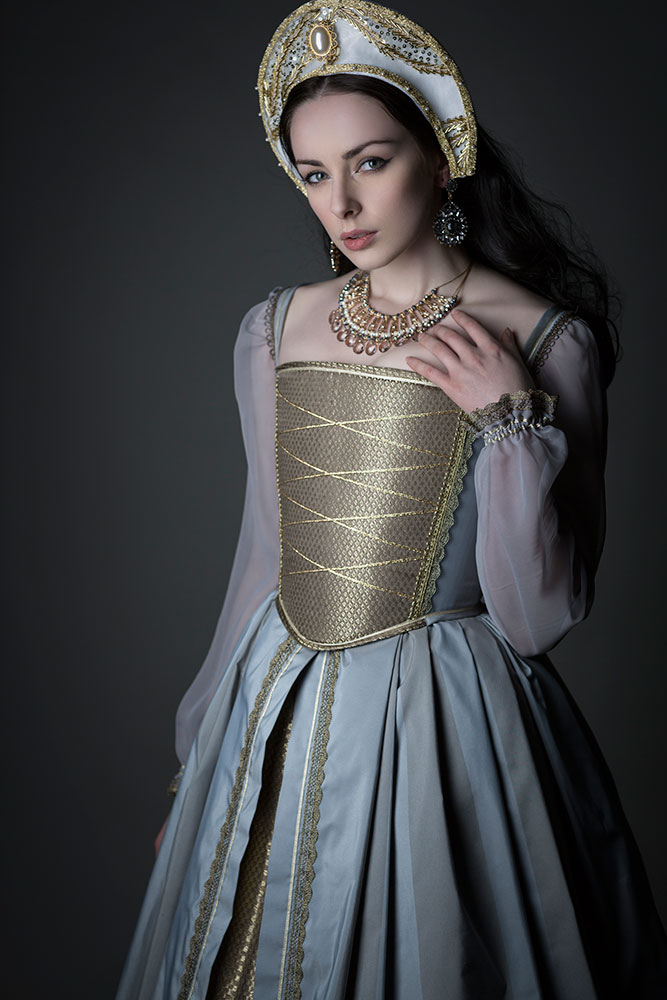 Tudor Gowns: Historical Corsetry - Tigz Rice