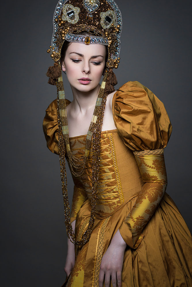 Tudor Gown Historical Corsetry Shoot with Liv Free / Elisabeth Armstrong © Tigz Rice Studios 2016.