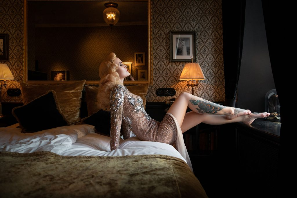 non-lingerie boudoir outfits -Vintage Pinup Makeover Shoots with Miss Victory Violet at Hotel Pigalle, Gothenburg Goteborg © Tigz Rice 2018. https://www.tigzrice.com
