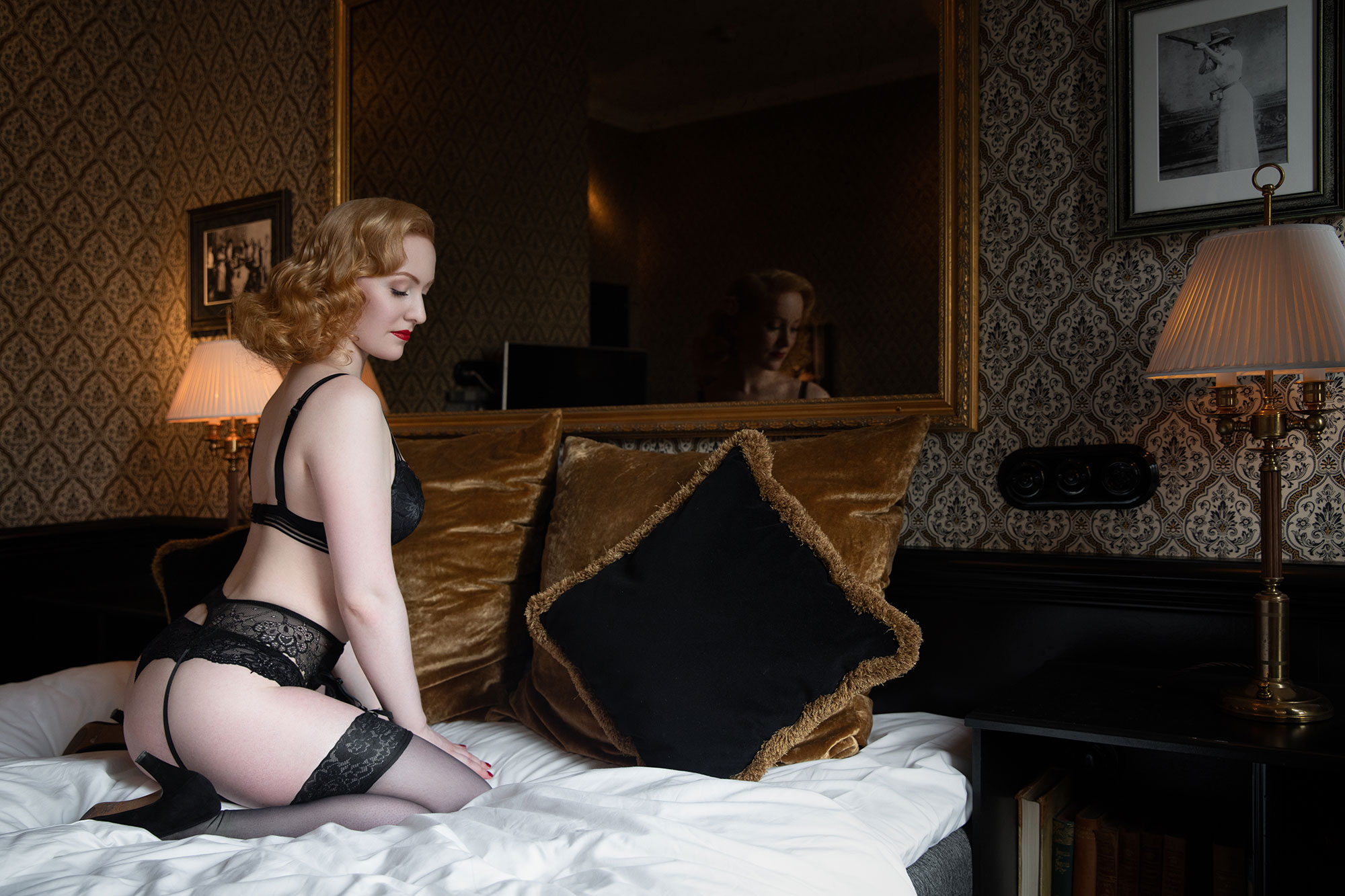 Vintage Pinup Makeover Shoots with Miss Victory Violet at Hotel Pigalle, Gothenburg Goteborg © Tigz Rice 2018. https://www.tigzrice.com