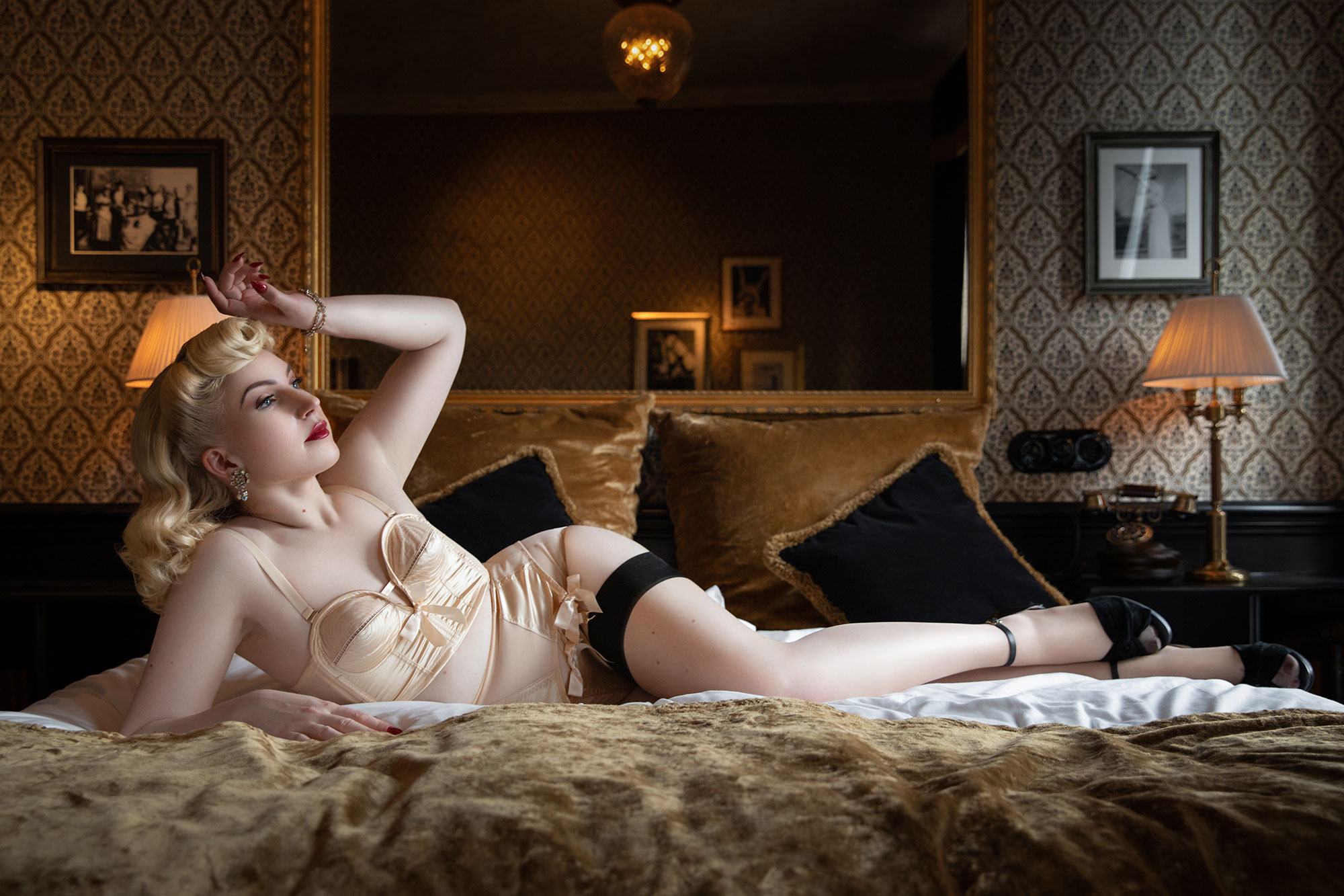 Vintage Pinup Makeover Shoots with Tigz Rice and Miss Victory Violet Hotel Pigalle © Tigz Rice 2018