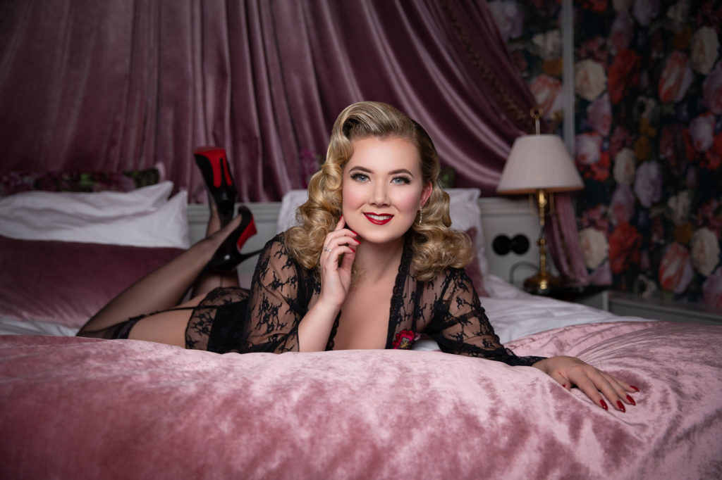Penny Heartbleed Vintage Boudoir Makeover Shoot at Hotel Pigalle, Gothenburg. Hair and Make Up by Miss Victory Violet