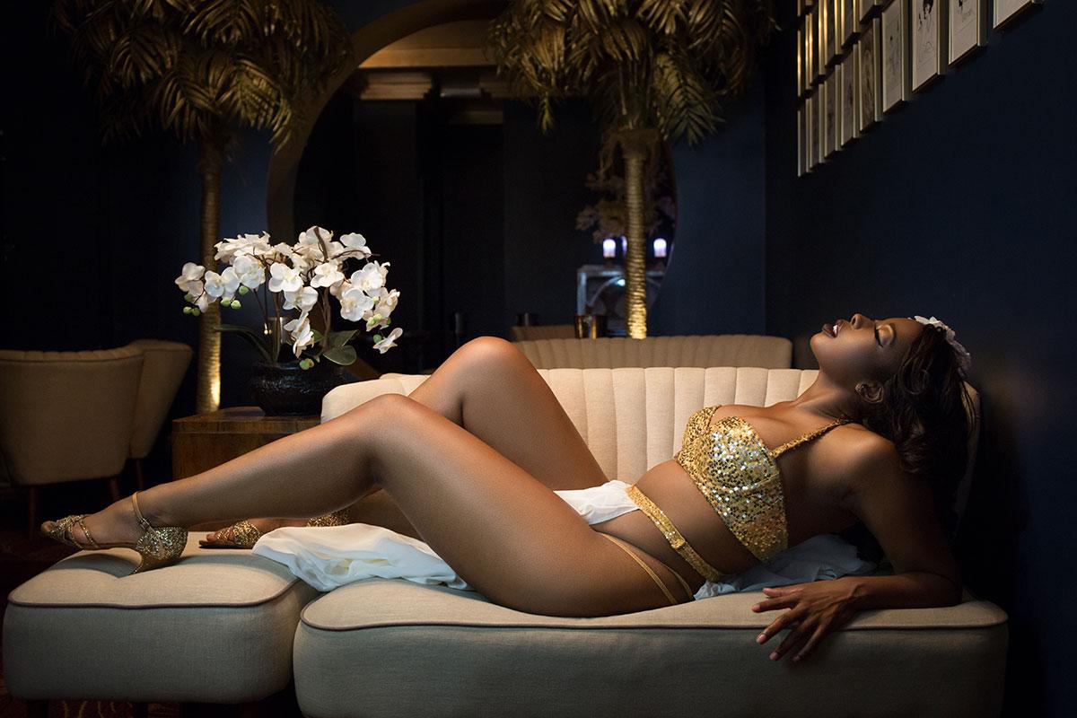 Give the gift of boudoir - Jessabelle Thunder's boudoir shoot at Fontaine's London