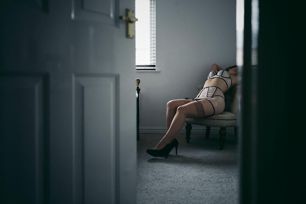 Joanna Woodward boudoir lingerie series 'voyeur' © Tigz Rice Studios 2016. https://www.tigzrice.com