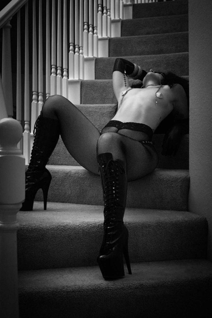 Boudoir Poses To Try On The Stairs - Mayo Lua de Frenchie's Virtual Boudoir Shoot © Tigz Rice Ltd 2020.