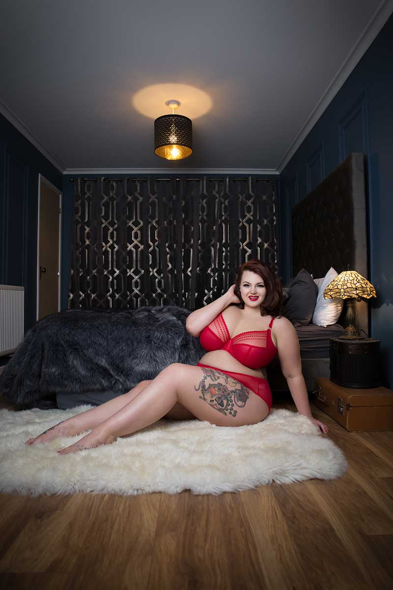editorial campaign shoot with burlesque star immodesty blaze, boudoir photography