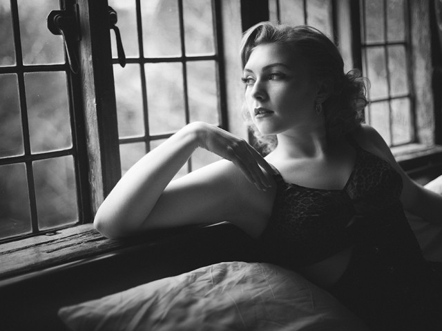 The Art Of Boudoir: Felicity, Mixing Natural and Artificial Light