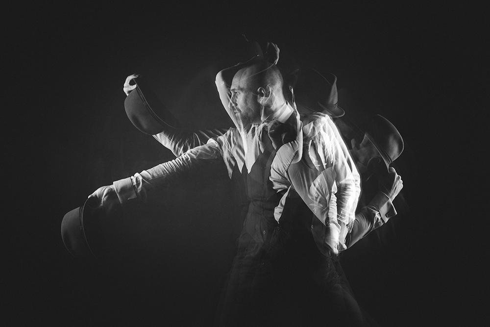 Mat Ricardo juggling hat multiple exposure Elinchrom ELC | Tigz Rice Studios
