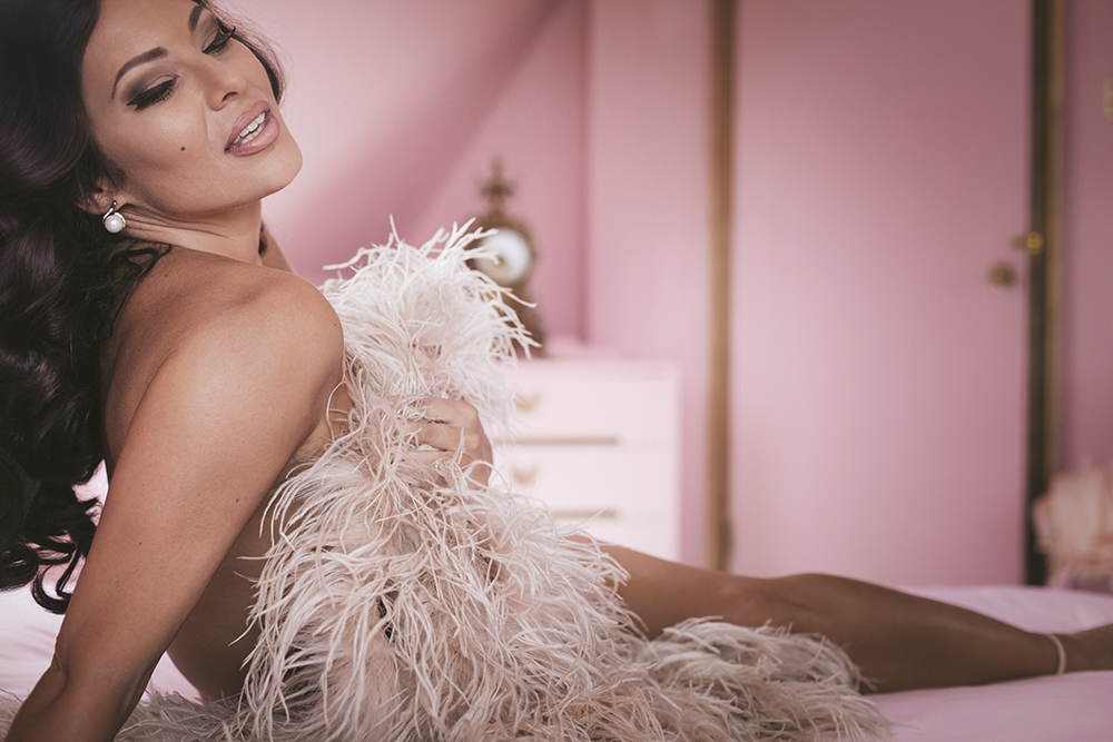 Immodesty Blaize Nude Boudoir at Eaton House Studios | Tigz Rice feathers Studios